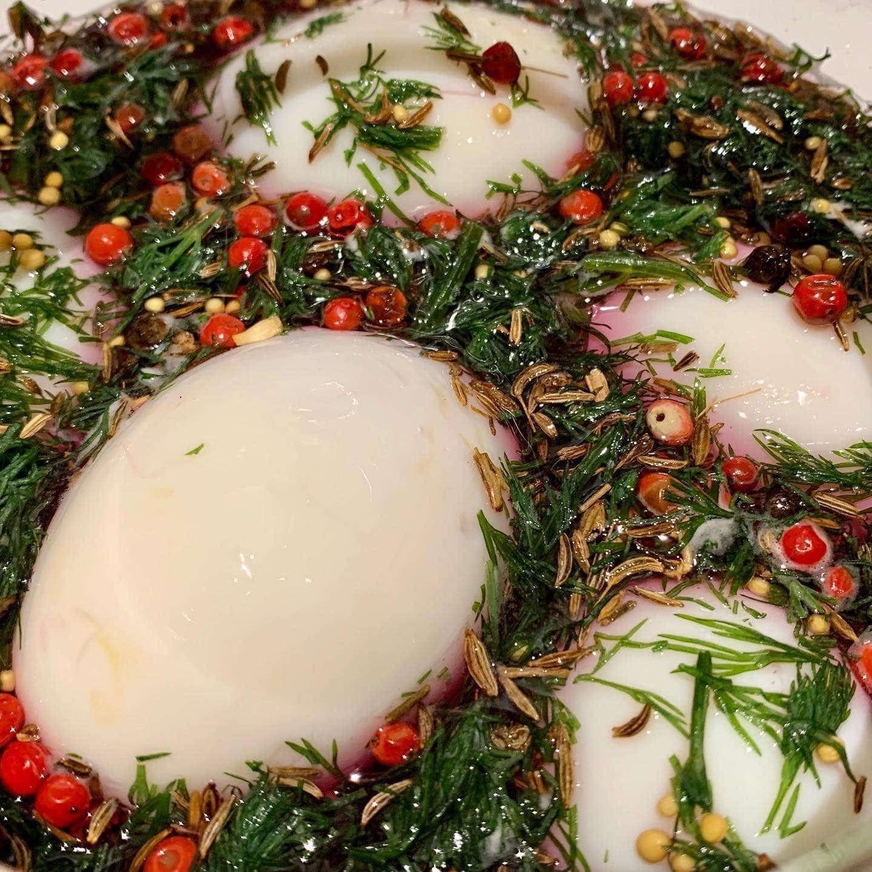 Huevos rojos encurtidos - Un sitio de gastronomía - mayo 8, 2021