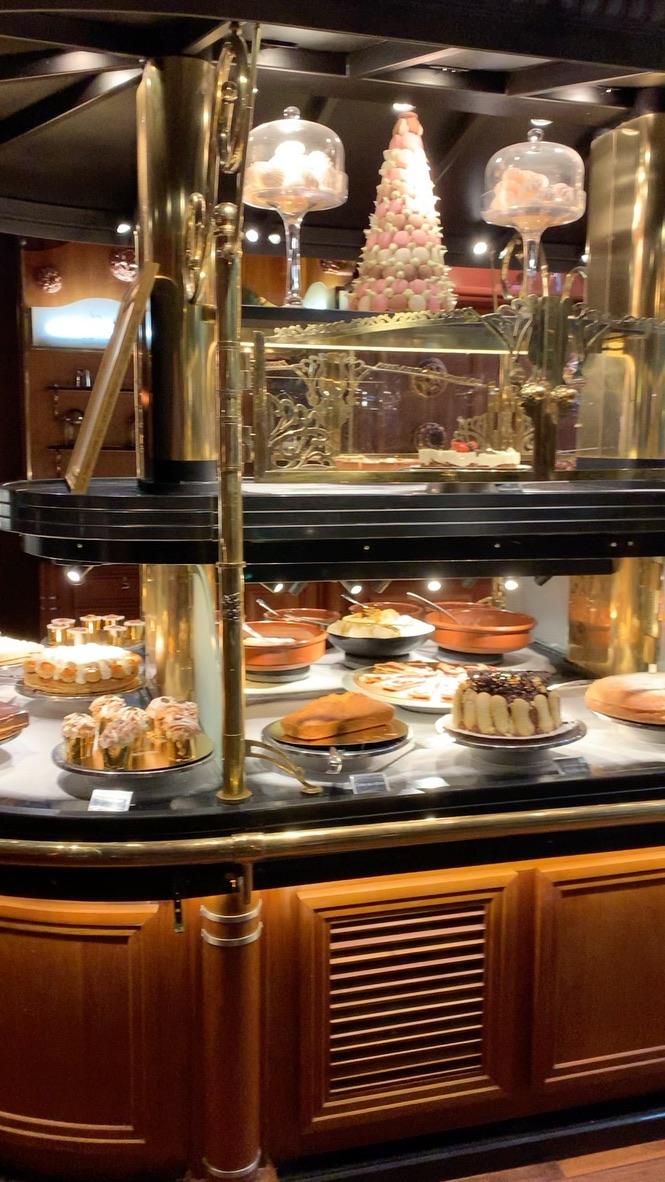 Les grand buffets – Narbone - Francia - Un sitio de gastronomía - julio 14, 2021